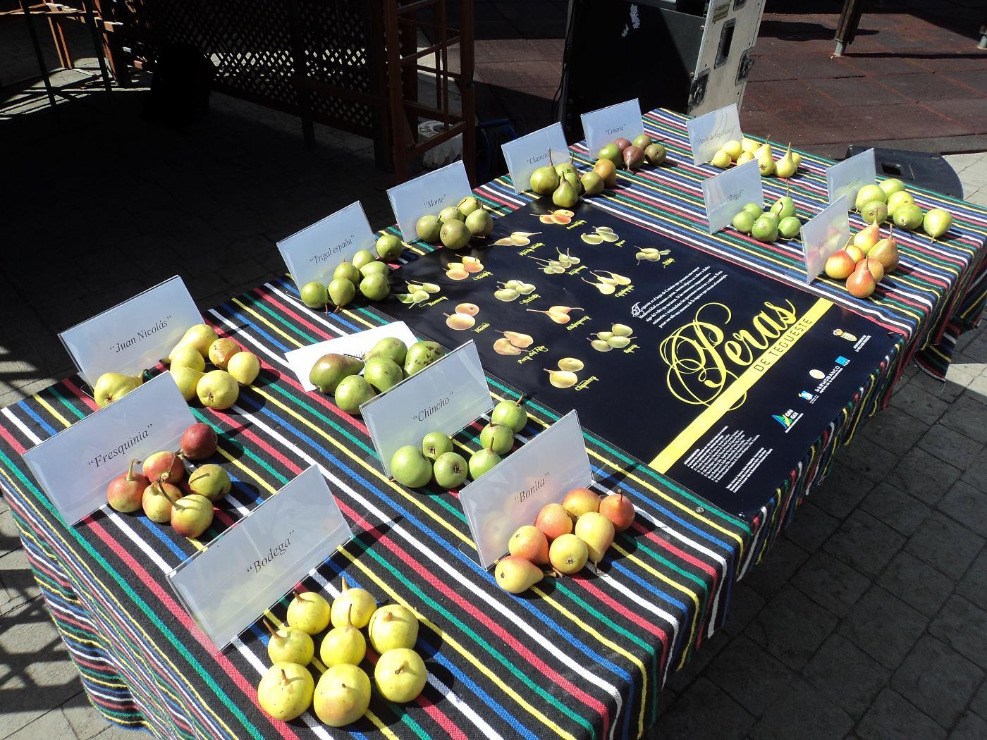 Las peras te esperan en Mercado del agricultor de Teguesteillo de Tegueste