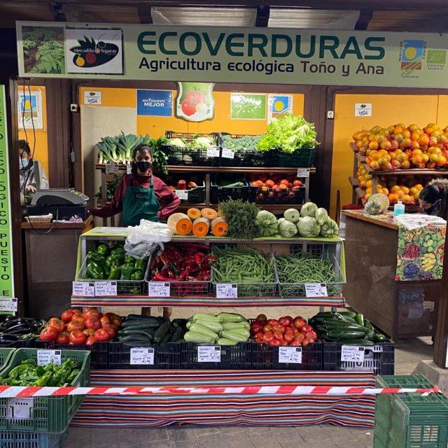Puesto ecológico en Mercadillo de Tegueste