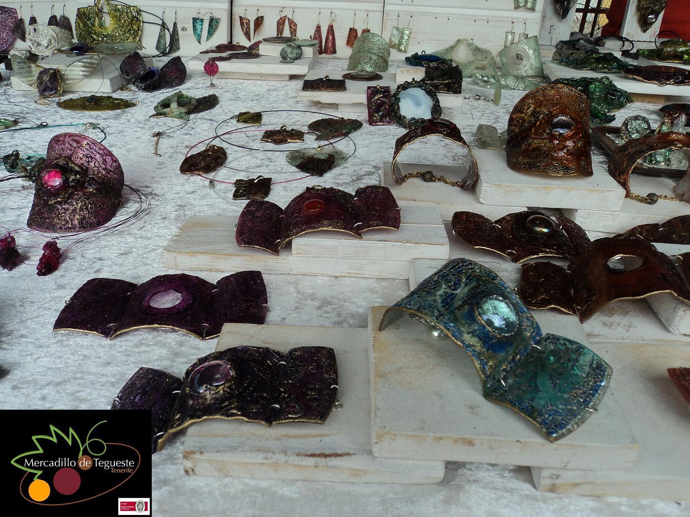 Productos artesania reciclaje en mercadillo del agricultor de Tegueste